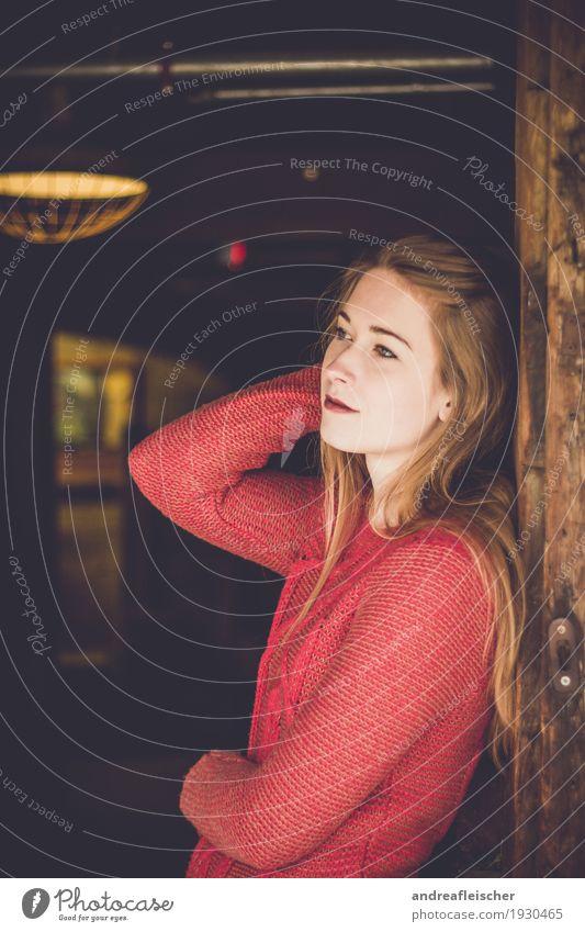 Natürliche Schönheit Mensch Jugendliche Junge Frau rot ruhig 18-30 Jahre Erwachsene natürlich feminin braun träumen nachdenklich elegant blond ästhetisch warten