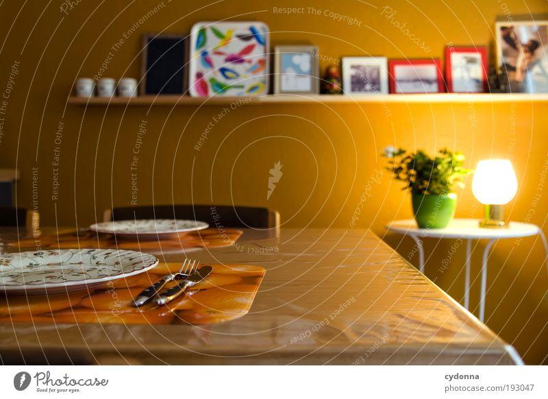 Mittagszeit Ernährung Mittagessen Teller Besteck Lifestyle Stil Design Häusliches Leben Wohnung Innenarchitektur Dekoration & Verzierung Tisch Küche Idee