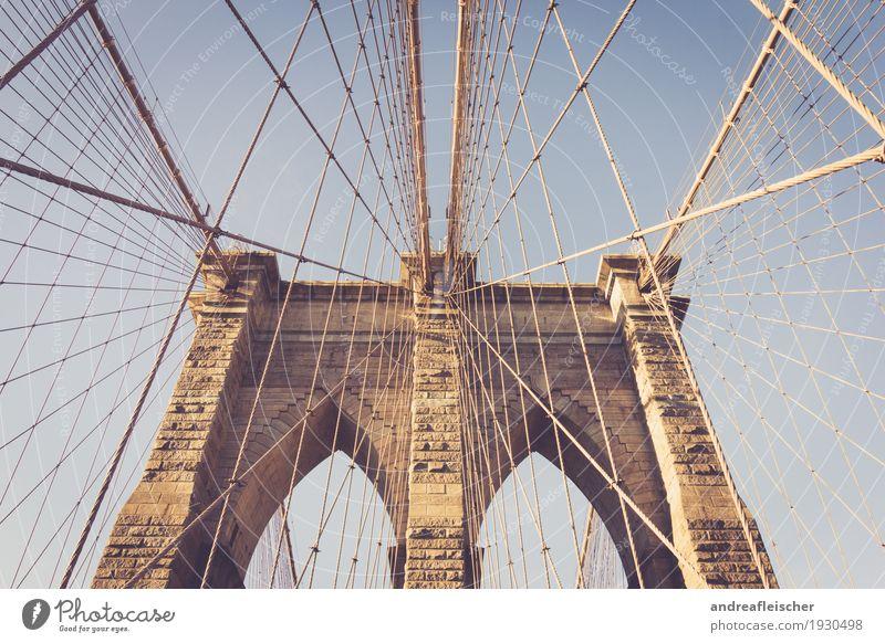 Brooklyn Bridge New York City Nordamerika Stadt Hauptstadt Stadtzentrum überbevölkert Brücke Bauwerk Gebäude Sehenswürdigkeit hoch Linie Strukturen & Formen