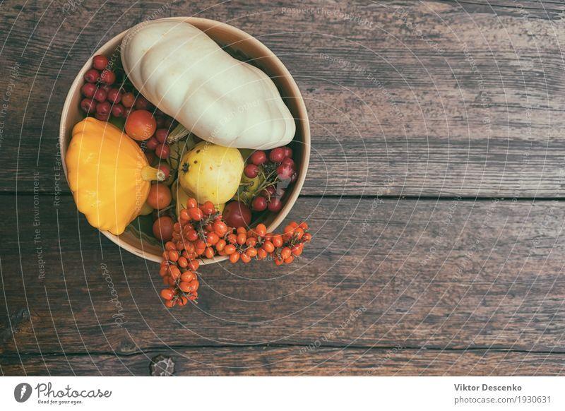 Herbststillleben des Gemüses Frucht Apfel Design schön Leben Dekoration & Verzierung Tisch Erntedankfest Kunst Natur Blatt Holz alt frisch natürlich gelb grün