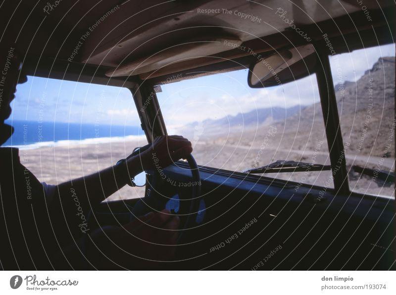 Peter Santana 2 Mensch Meer blau Sommer Strand Ferien & Urlaub & Reisen schwarz Ferne Berge u. Gebirge Wege & Pfade Landschaft maskulin Ausflug Abenteuer Insel nah