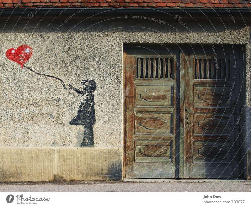 Pimp my Altstadt Kind Stadt rot Liebe Graffiti Wand Mauer Kunst Tür Fassade Herz Wind Straßenkunst verrückt Kindheitserinnerung Luftballon