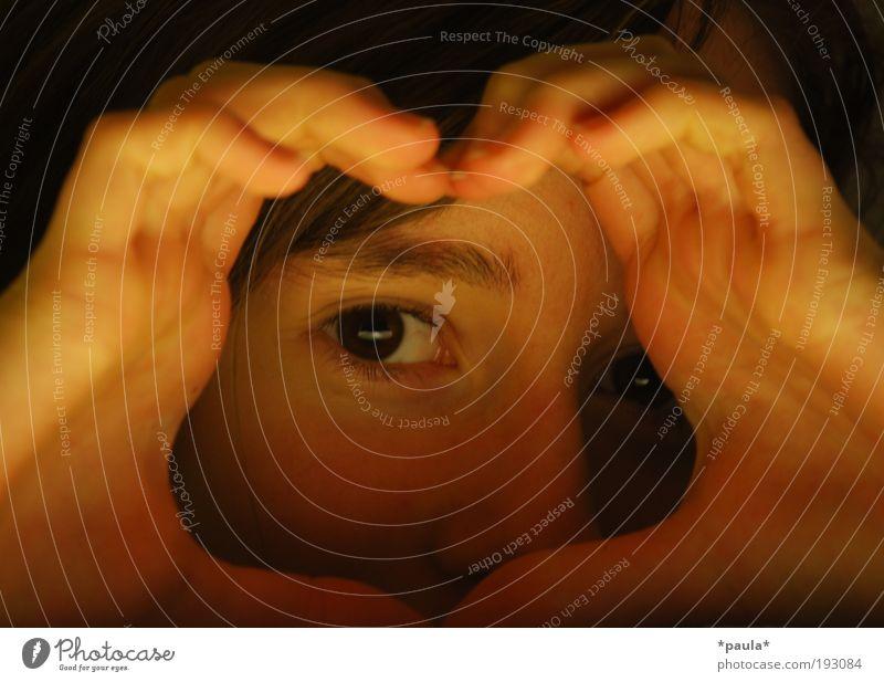 Für Dich feminin Mädchen Gesicht Auge Finger 8-13 Jahre Kind Kindheit brünett beobachten Freundlichkeit Glück Neugier Zufriedenheit Vertrauen Geborgenheit