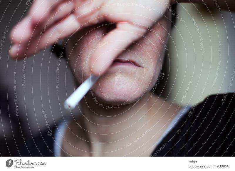 Resignation | Sucht Frau Erwachsene Leben Gesicht Mund Hand 1 Mensch 30-45 Jahre 45-60 Jahre Zigarette Rauchen trist Gefühle Stimmung Traurigkeit Schmerz Scham