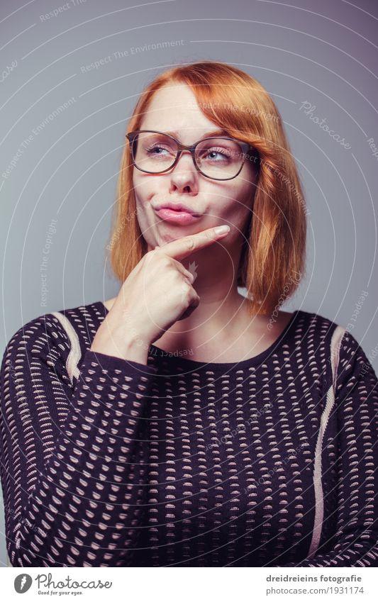Nachdenklich. Frau Jugendliche Junge Frau ruhig Erwachsene Lifestyle feminin Business Denken nachdenklich Kreativität Erfolg Idee Coolness Brille Gelassenheit