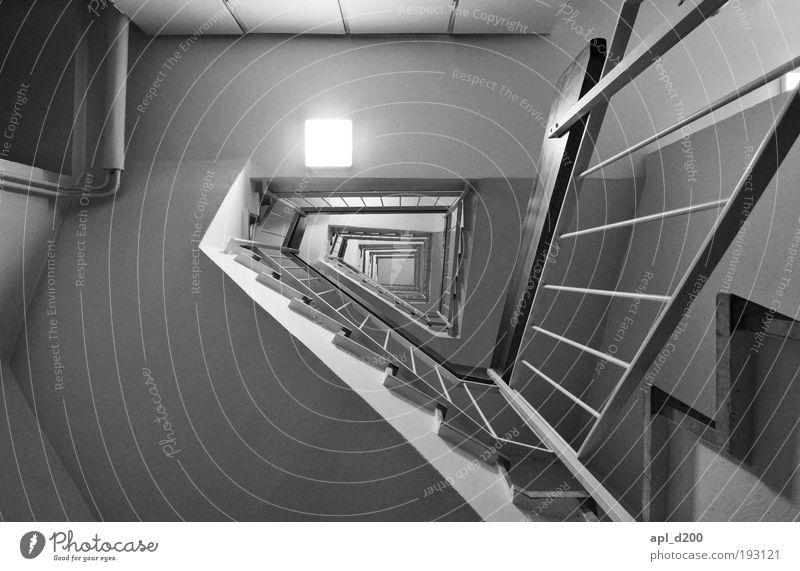 Showtreppe weiß Haus schwarz Wand Mauer Zufriedenheit Architektur Erfolg Hochhaus Treppe ästhetisch bedrohlich liegen außergewöhnlich Optimismus