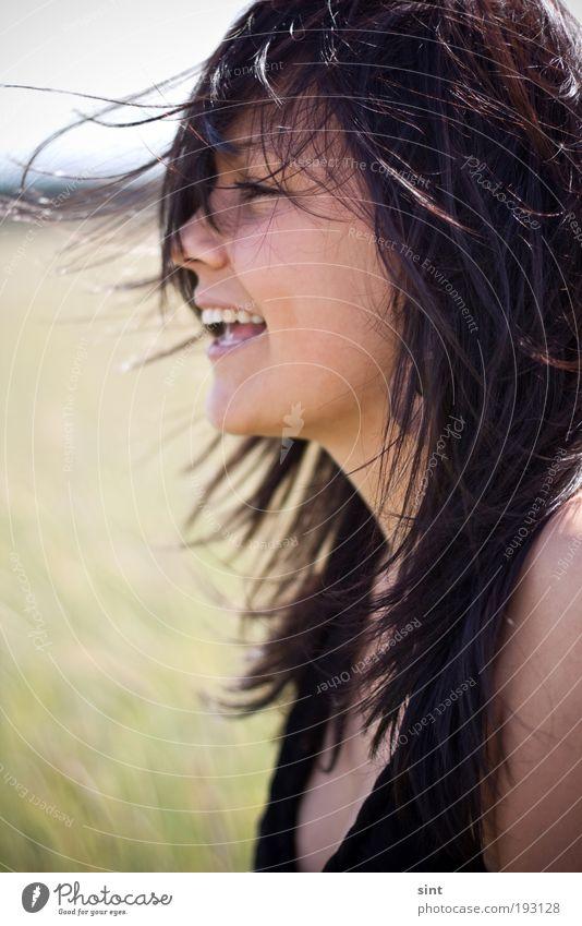 im sommerwind Lifestyle Freude Haare & Frisuren Mensch feminin Junge Frau Jugendliche 1 18-30 Jahre Erwachsene Sommer Schönes Wetter Wind brünett langhaarig