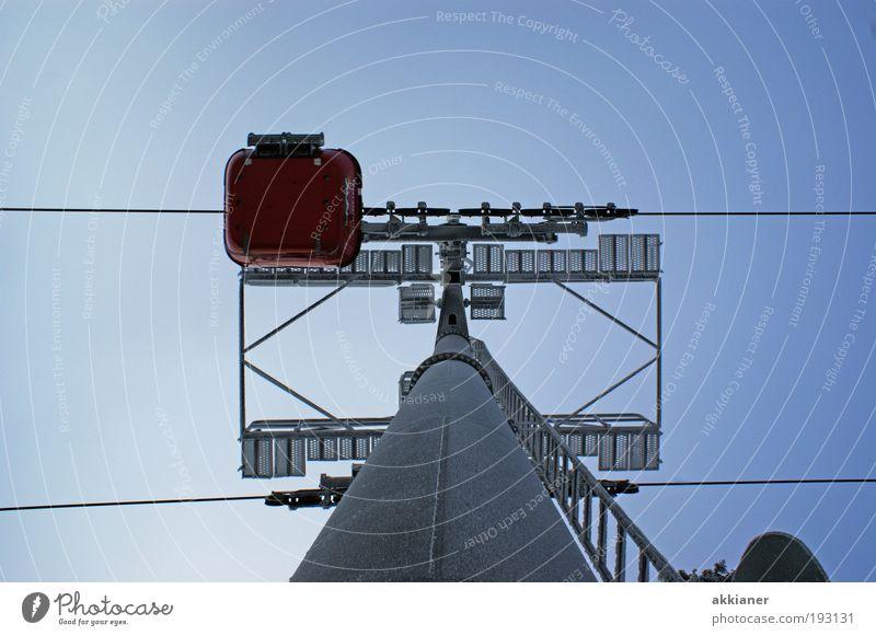 Gondelbahn Himmel Umwelt Luft hell hoch Urelemente Stahlkabel aufwärts vertikal Pfosten Blauer Himmel himmelblau Wolkenloser Himmel Gondellift Seilbahn Stahlkonstruktion