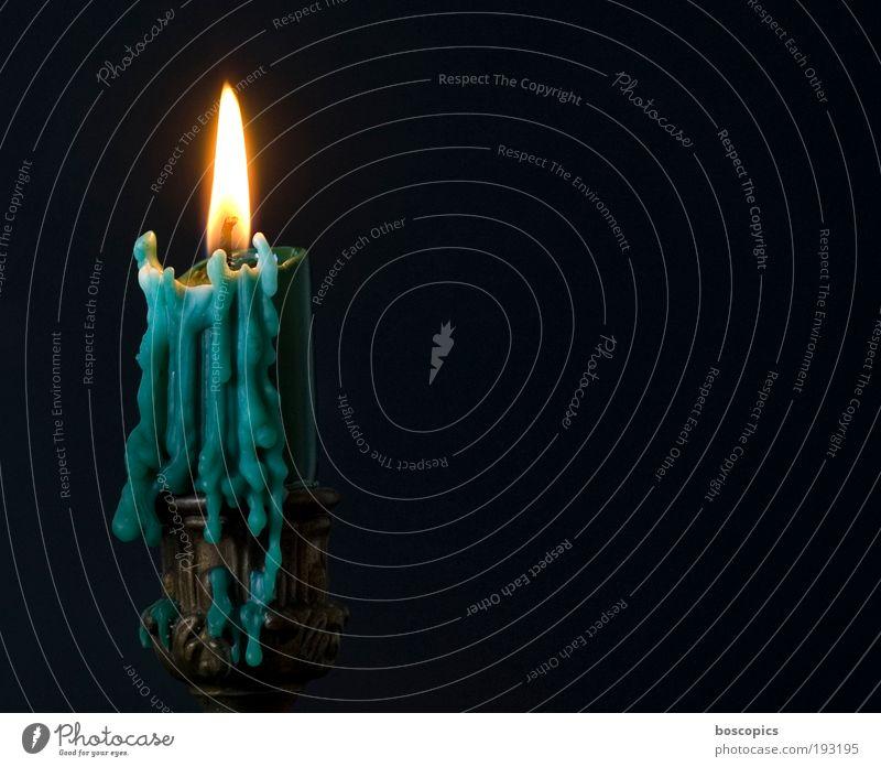 candlelight schön grün gelb träumen ästhetisch Romantik Kitsch Häusliches Leben Warmherzigkeit Kerze Sympathie Gefühle Energiekrise Kerzenflamme