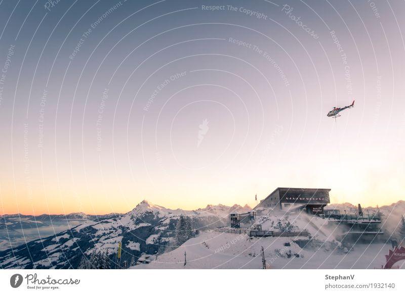 Hahnenkamm Bergstation Tourismus Freiheit Winter Schnee Winterurlaub Berge u. Gebirge Skifahren Güterverkehr & Logistik Luftverkehr Landschaft Himmel