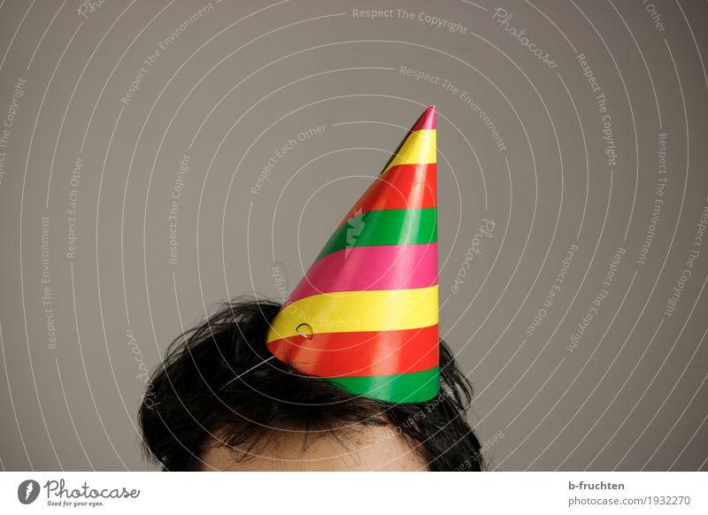 ...alaaf! Haare & Frisuren Party Veranstaltung ausgehen Feste & Feiern Tanzen Karneval Mann Erwachsene 1 Mensch 30-45 Jahre Hut stehen trist Wärme mehrfarbig