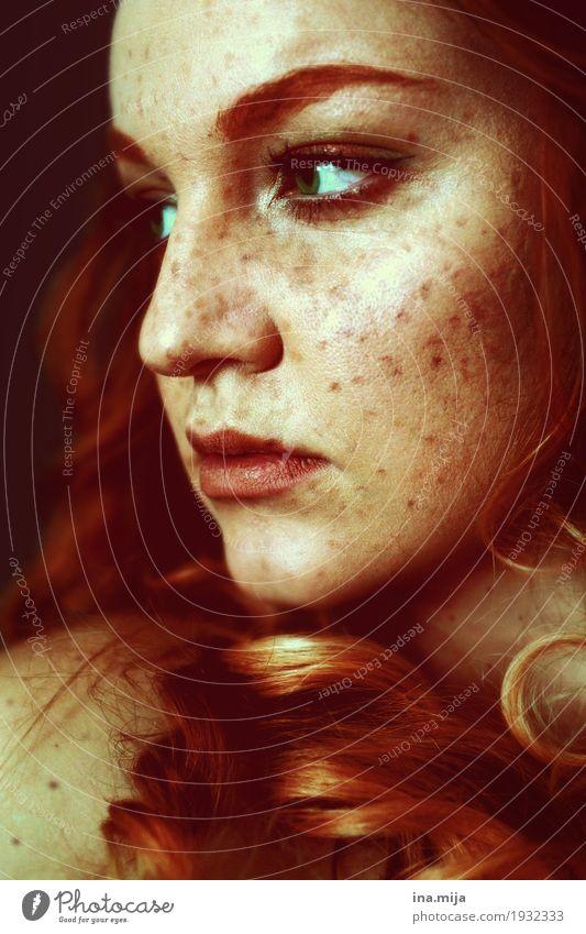 III Mensch feminin Junge Frau Jugendliche Erwachsene Leben Haut Haare & Frisuren Gesicht 1 18-30 Jahre 30-45 Jahre rothaarig langhaarig Locken selbstbewußt