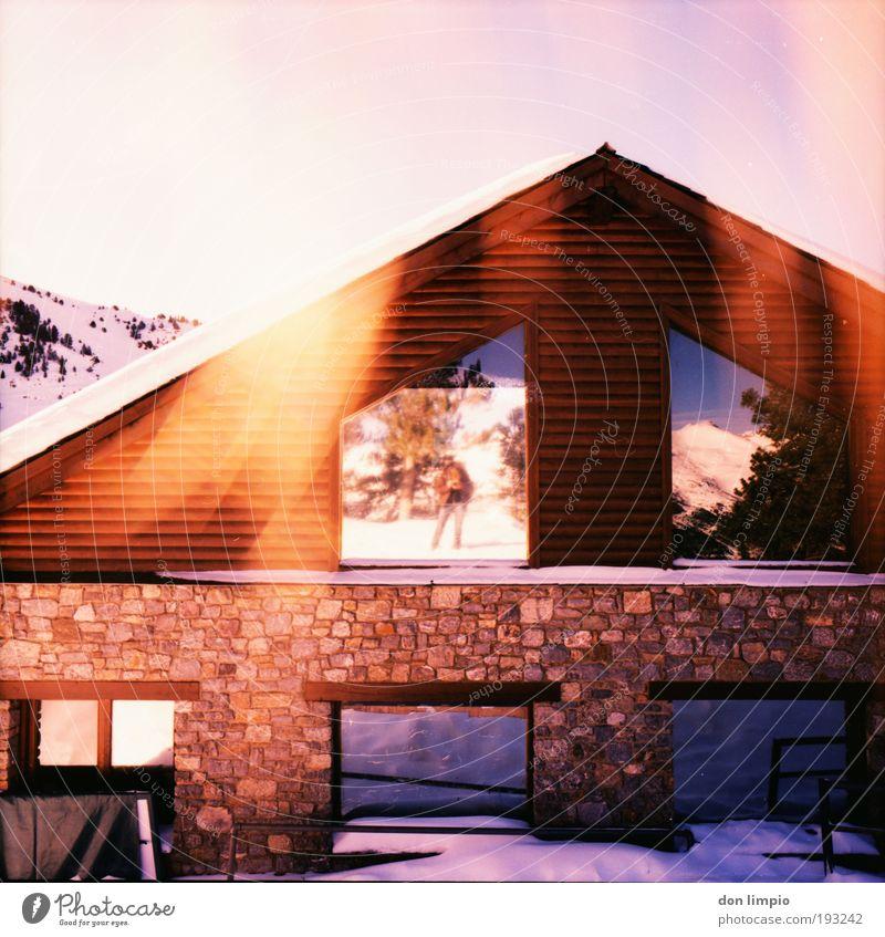 casa rot Winter Haus Wand Fenster Berge u. Gebirge Mauer Fassade Warmherzigkeit analog leuchten Hütte Schönes Wetter Klimawandel Mittelformat Cross Processing