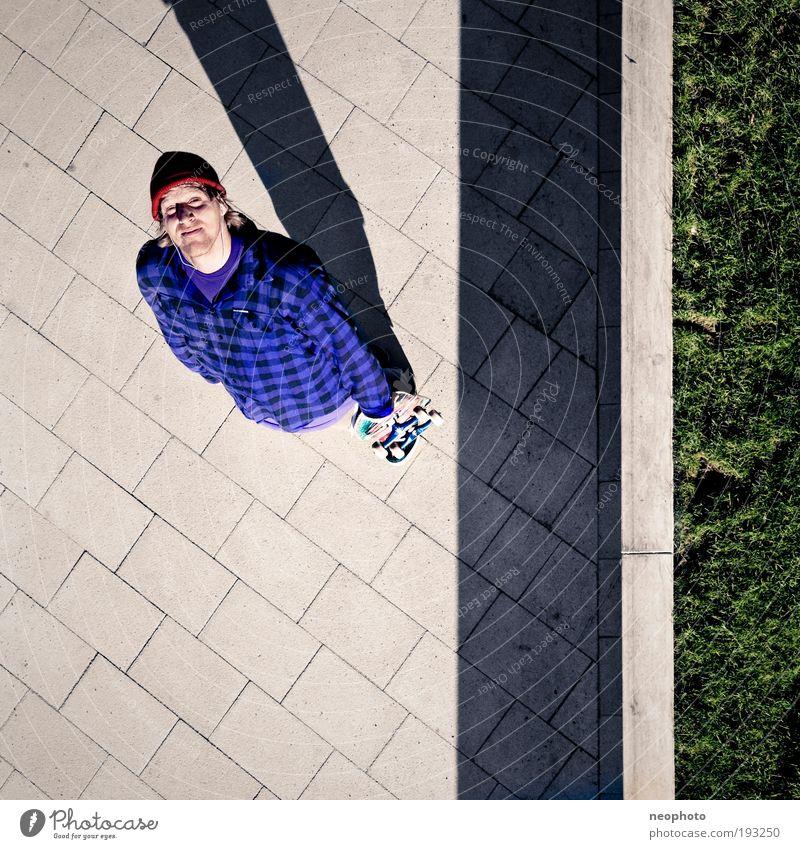 Gods Eye Zufriedenheit Hoffnung Blick nach oben Quadrat Skateboarding Vogelperspektive Skateboard atmen Erwartung Luftaufnahme Strukturen & Formen Perspektive Kontrast