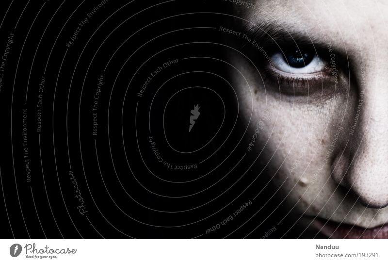 DON'T EVER MAKE NICE GIRLS ANGRY feminin androgyn Junge Frau Jugendliche Gesicht Auge 18-30 Jahre Erwachsene Aggression bedrohlich dunkel gruselig Misstrauen