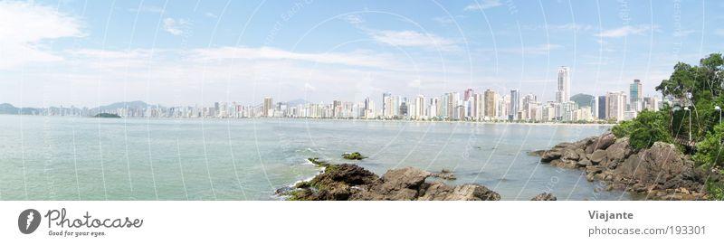 BRA 2010 - Haeuser-Meer breit Sonne Meer blau Stadt Sommer Freude Strand Ferien & Urlaub & Reisen Erholung Zufriedenheit Küste Horizont Ausflug Tourismus Lebensfreude