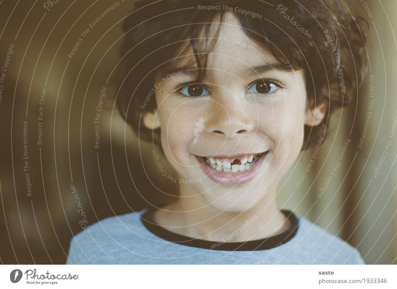 Zahnlücke maskulin Kind Junge Kindheit 1 Mensch 3-8 Jahre Lächeln lachen authentisch frech Fröhlichkeit Glück lustig Freude Lebensfreude Tapferkeit Beginn
