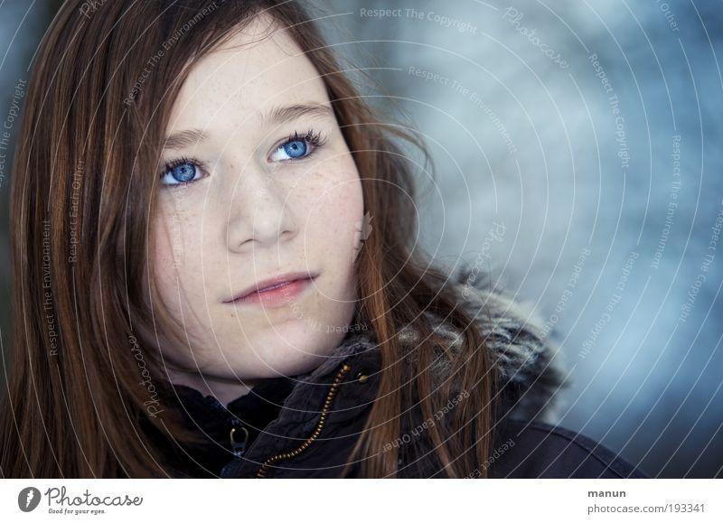 ...deine blauen Augen schön Kindheit Jugendliche Gesicht beobachten Denken Blick träumen Traurigkeit warten kalt natürlich feminin Zufriedenheit selbstbewußt