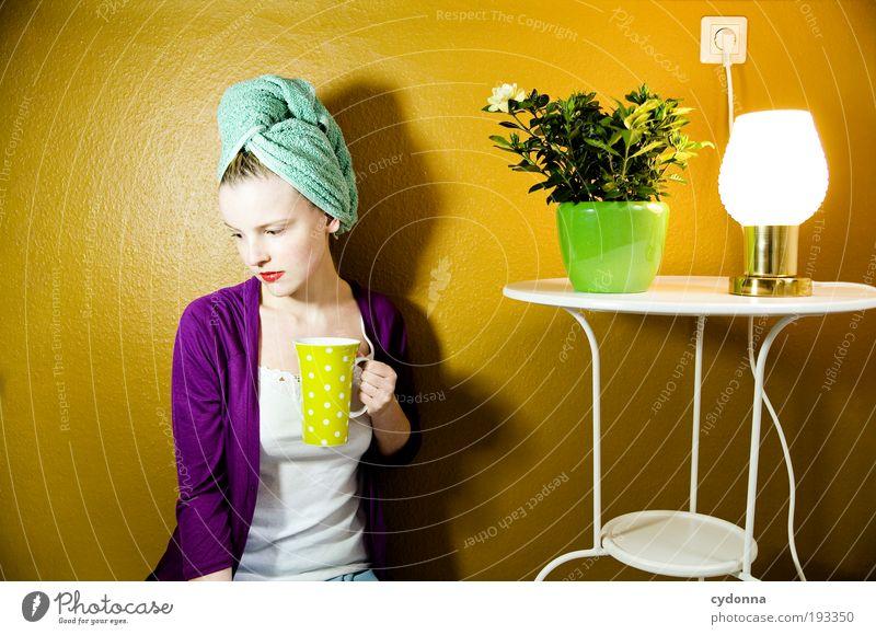Der Tee wird kalt Kaffeetrinken Tasse Lifestyle elegant Stil Design schön Haare & Frisuren Häusliches Leben Wohnung Innenarchitektur Dekoration & Verzierung
