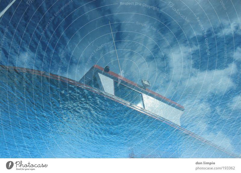 abgetaucht Meer Wellen Wasser Sommer Schönes Wetter Schifffahrt Fischerboot tauchen blau Doppelbelichtung analog Farbfoto Außenaufnahme Unterwasseraufnahme
