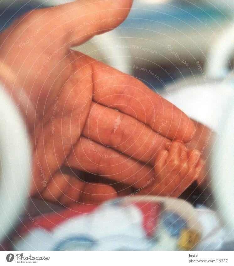 Die Hand reichen Mensch Hand Geburt Leben Frühgeburt