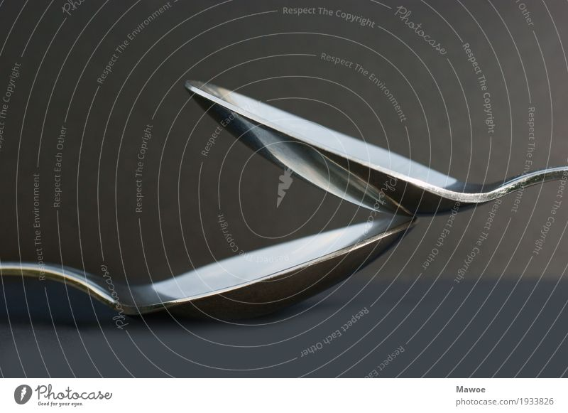 Löffel Ernährung Dekoration & Verzierung Besteck Metall Stahl silber Schwarzweißfoto Nahaufnahme Detailaufnahme Textfreiraum oben Textfreiraum unten