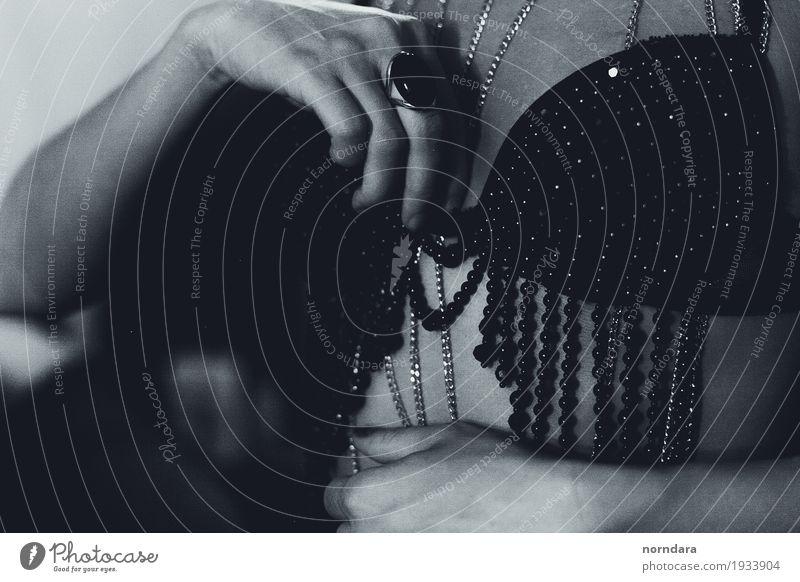 mädchenhafte Vintage Schätze kaufen Reichtum elegant Stil Design exotisch schön feminin Brust Frauenbrust Mode Unterwäsche BH Accessoire Schmuck Ring wählen