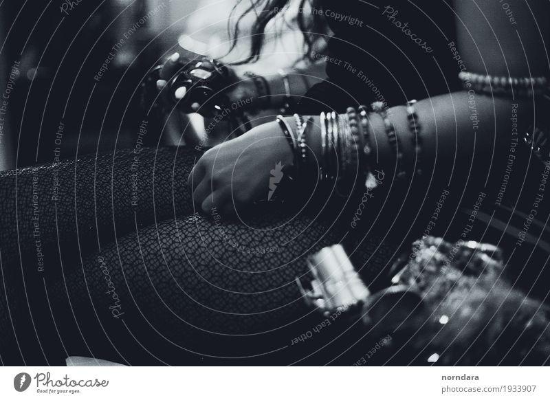 Schmuck kaufen Reichtum elegant Stil exotisch feminin Strumpfhose Accessoire Ring Armband wählen ästhetisch authentisch reich Party Glamour altehrwürdig retro