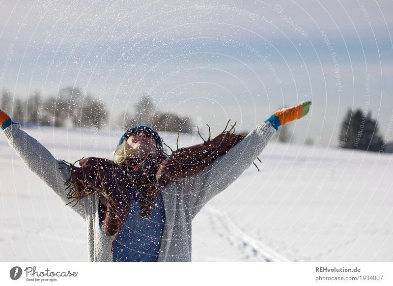 Jule | im schnee Mensch Natur Jugendliche Junge Frau Landschaft Freude Winter 18-30 Jahre Erwachsene Umwelt feminin Glück außergewöhnlich Zufriedenheit