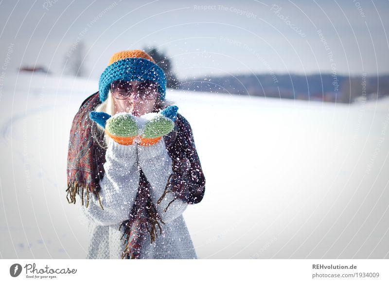 Jule | Winterspaß Mensch feminin Junge Frau Jugendliche 1 18-30 Jahre Erwachsene Umwelt Natur Landschaft Schönes Wetter Eis Frost Schnee Sonnenbrille Schal