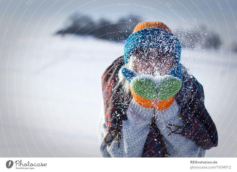 Jule | pustet Schnee Mensch Frau Natur Ferien & Urlaub & Reisen Jugendliche Junge Frau Landschaft Freude Winter 18-30 Jahre Erwachsene Umwelt kalt lustig
