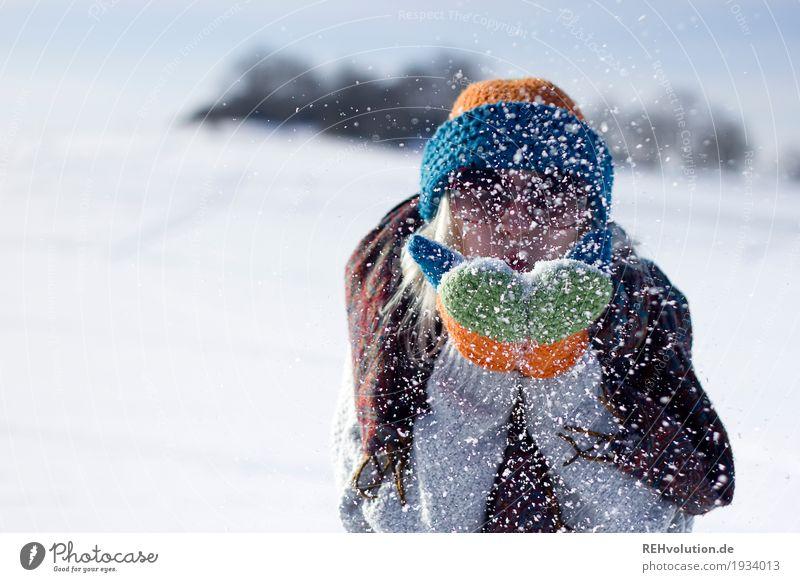 Jule | kleine Erfrischung Lifestyle Stil Winterurlaub Junge Frau Jugendliche Erwachsene Gesicht Hand 1 Mensch 18-30 Jahre Umwelt Natur Landschaft Wetter