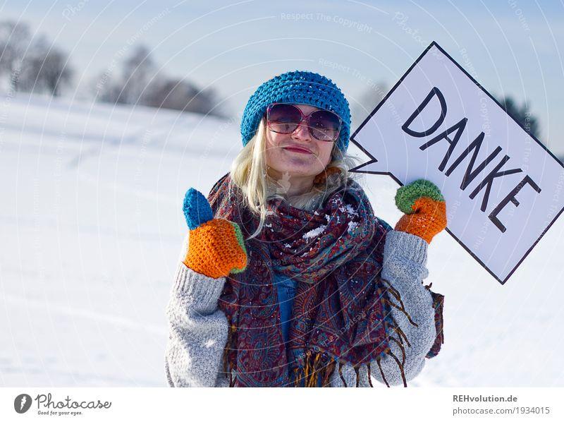 Jule | Danke Mensch Frau Natur Jugendliche Junge Frau Landschaft Winter 18-30 Jahre Erwachsene Umwelt Schnee feminin Glück Zufriedenheit Schriftzeichen