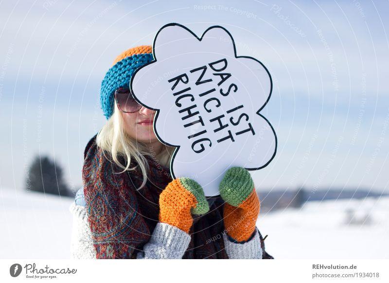 Jule | das ist nicht richtig Frau Mensch Natur Jugendliche Junge Frau Landschaft Winter 18-30 Jahre Erwachsene Umwelt kalt Schnee feminin außergewöhnlich Feld