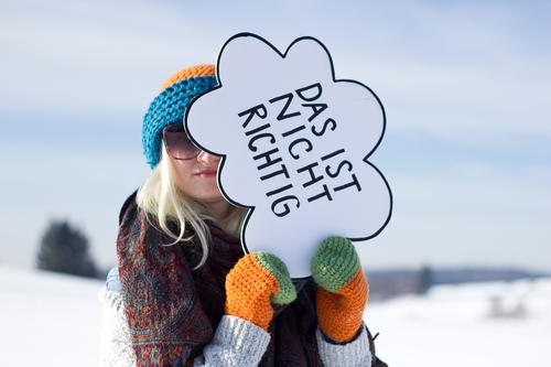 Jule   das ist nicht richtig Frau Mensch Natur Jugendliche Junge Frau Landschaft Winter 18-30 Jahre Erwachsene Umwelt kalt Schnee feminin außergewöhnlich Feld