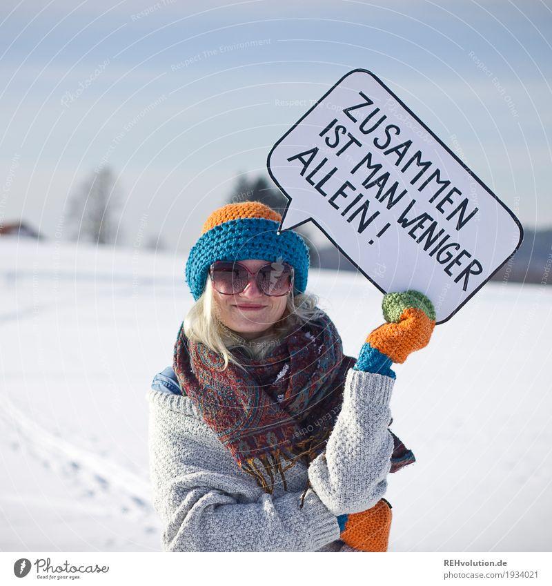 Jule | Zusammen ist man weniger allein Mensch Frau Himmel Jugendliche Junge Frau Landschaft Freude Winter 18-30 Jahre Gesicht Erwachsene Schnee feminin Stil