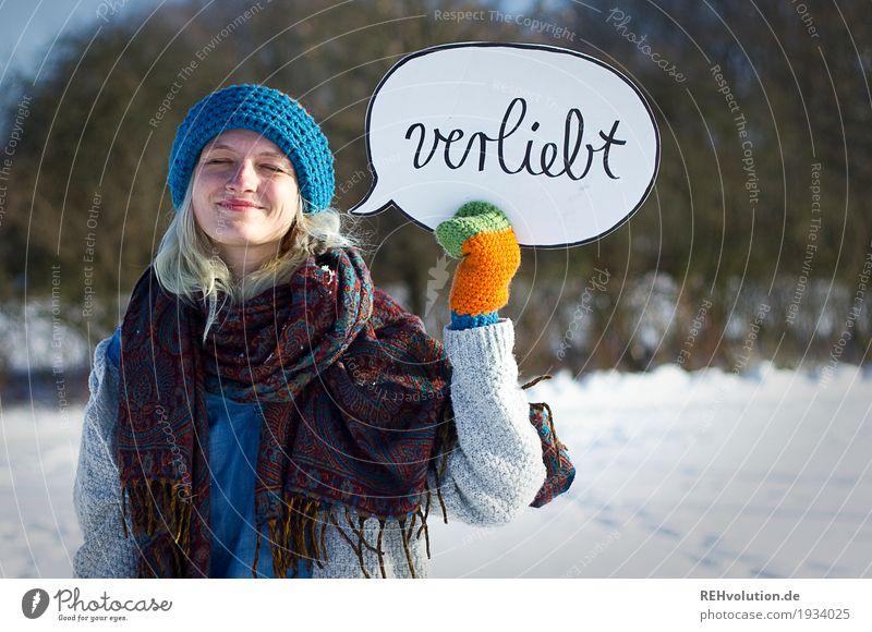 Jule | verliebt Mensch feminin Junge Frau Jugendliche Erwachsene Gesicht 1 18-30 Jahre Umwelt Natur Landschaft Winter Schönes Wetter Schnee Handschuhe Mütze