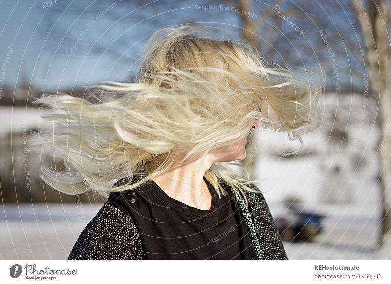 Jule | schüttel Dein Haupthaar Mensch Frau Natur Jugendliche Junge Frau schön Landschaft Freude Winter 18-30 Jahre Erwachsene Umwelt Lifestyle Bewegung Schnee