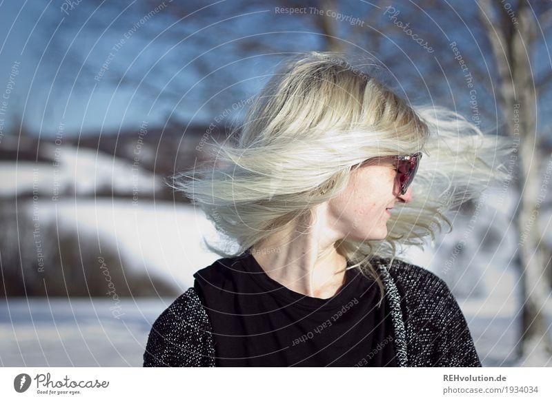 Jule | schüttel Dein Haupthaar Mensch Natur Jugendliche Junge Frau schön Landschaft Freude 18-30 Jahre Gesicht Erwachsene Umwelt Bewegung Schnee Stil Glück
