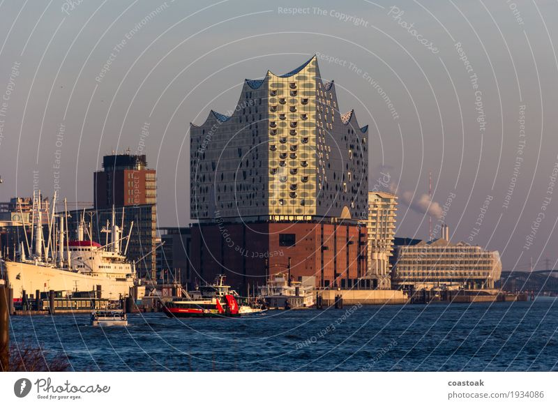 Elfi an der Elbi blau Wasser Erholung Architektur Kunst Hamburg entdecken Sehenswürdigkeit Hafen Wahrzeichen Veranstaltung Schifffahrt Inspiration Konzert