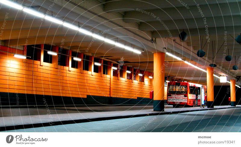 Space Station 2 steril Architektur Bus Bewegung motion trail space Stadt