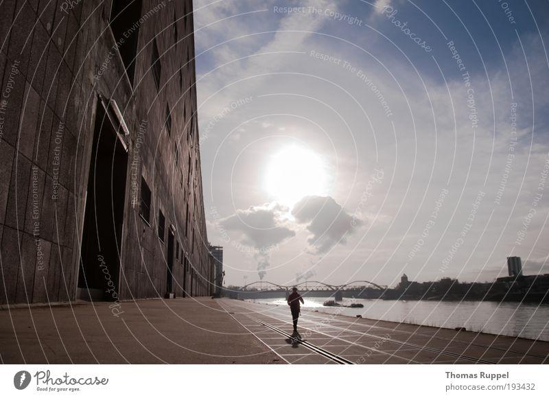 On tour ... Mensch 1 Umwelt Wasser Himmel Wolken Schönes Wetter Wärme Fluss Stadt Industrieanlage Fabrik Gebäude Mauer Wand Tür Verkehrswege Fußgänger