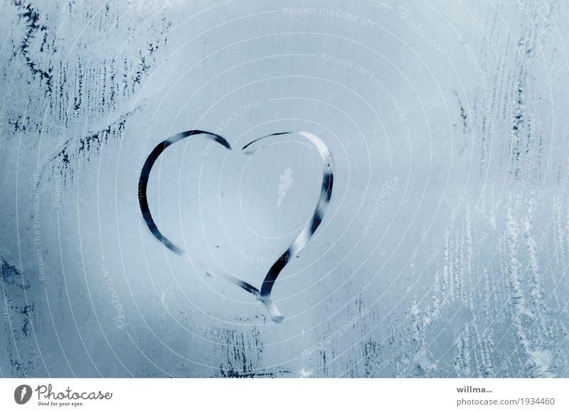 das kalte herz Valentinstag Muttertag Hochzeit Verlobung Winter Eis Frost Herz Verliebtheit Liebe Fensterscheibe gefroren herzförmig Eisblumen Farbfoto