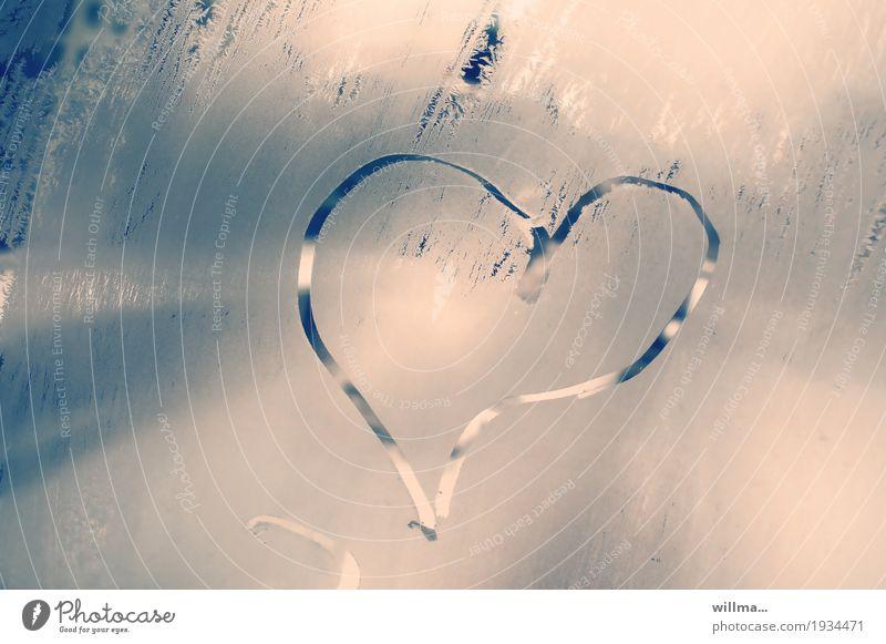 Eiskalter Liebesgruß Valentinstag Muttertag Hochzeit Verlobung Winter Frost Herz Verliebtheit gefroren Fensterscheibe Eisblumen herzförmig Romantik