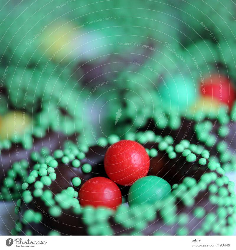 coming soon . . . grün rot braun Lebensmittel Ernährung süß Ostern rund Zeichen genießen Übergewicht Lebensfreude Süßwaren lecker Reichtum Schokolade