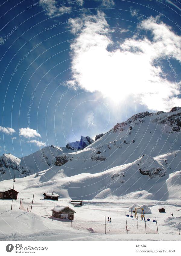 schöner skitag Himmel Natur blau weiß Ferien & Urlaub & Reisen Winter Wolken Haus Schnee Umwelt Landschaft Berge u. Gebirge Ausflug Tourismus leuchten Europa