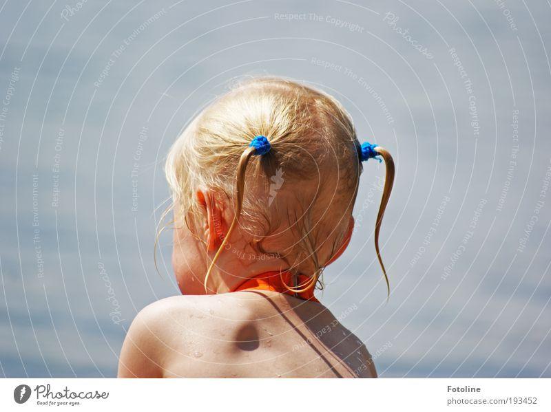 Kleine Wasserratte Mensch Kind Mädchen Haut Kopf Haare & Frisuren Rücken Umwelt Natur Urelemente Luft Klima Wetter Schönes Wetter Seeufer frech heiß hell nass