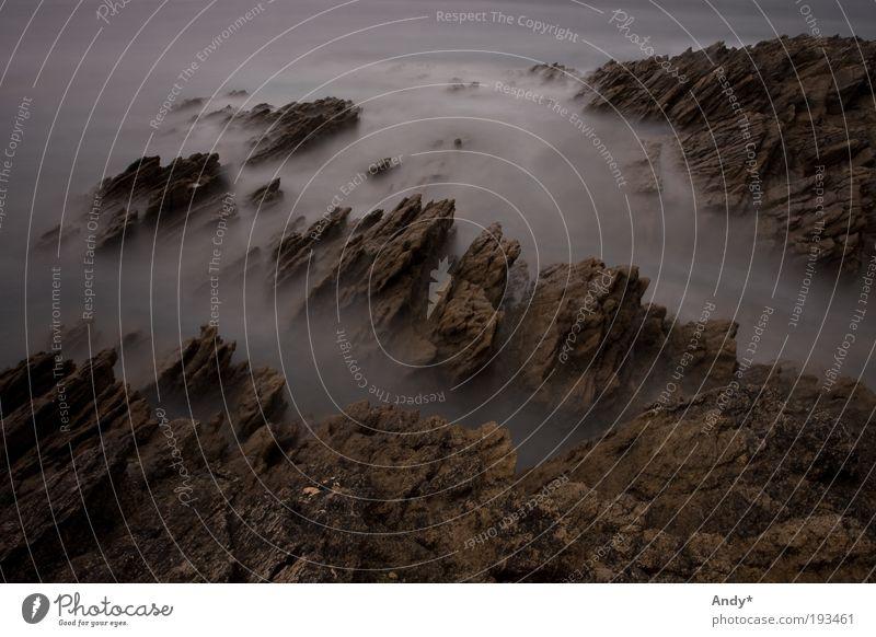 der Rand der Welt Natur Wasser Ferien & Urlaub & Reisen Meer Ferne Landschaft Küste Stimmung Angst Erde Felsen gefährlich bedrohlich Frankreich Desaster