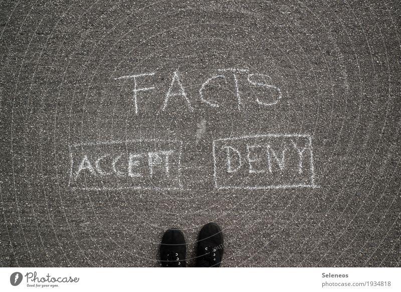 Orientierungshilfe Freizeit & Hobby Fuß Zeichen Schriftzeichen Ornament Schilder & Markierungen Hinweisschild Warnschild Kommunizieren Wahrheit Ehrlichkeit