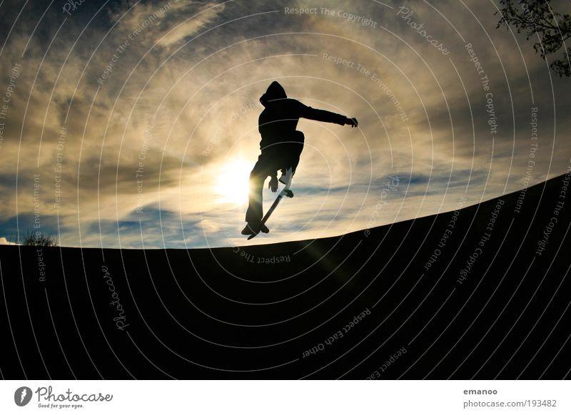 pop 50. Jugendliche Himmel Sommer Freude schwarz Wolken Sport springen Bewegung Freiheit Erwachsene frei Lifestyle Coolness fahren Schwimmbad